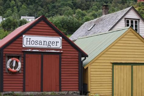 Mjøsvågen er kommunesenteret i tidligere Hosanger kommune