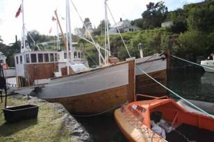 Veteranbåter og andre båter tett i tett i Kulleseidkanalen