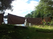Nybarka segl heng til tørk