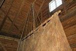 Eit originalt segl til brugdebåt er hovudrekvisitt i forestillinga