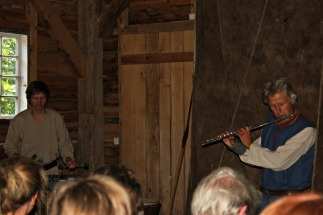 Det var også musikk som gav stemning i tillegg til tonesette dikt av Johan Tufteland