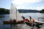 Fanafjorden tradisjonsbåtlag tok folk med seg ut på fjorden, med årar eller segl