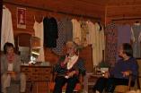 Ann Kristin Mangerø i prosjektgruppa leia arrangementet på opningsdagen, og to eldre damer steppa inn på kortvarsel og fortalte om sine opplevingar av tida