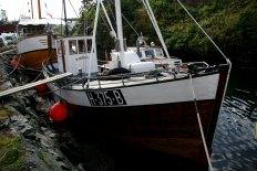 MK Sjøgutt har tatt turen frå Bergen. Motor: 20hk Wichman/Rubb semidiesel. Kravellbygget fiskekutter bygd i 1921 i Mauranger. Ombygga 1954 på Bømlo til noverande utsjånad. Verna av Riksantikvaren i 2008.