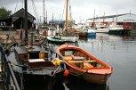 Mange flotte båter, både store og små. Her ligger også lenken med paller etter lørdagens pallespringing