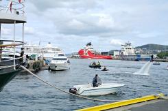 Uventa mykje action på Fjordabåtdagen - Bergen Poker run var innom Vågen med vannjet, ribbåt og ikkje minst svevende Flyboard
