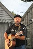 Cato Jensen innleia den offisielle opninga med ein song før talarane kom fram på scena