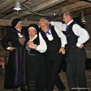 Sotra Folkedanslag hadde øvd inn ein Kleppeviklåt - Vår dans i naustet