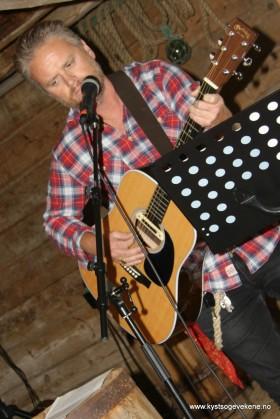 Rune Solberg sang og spelte gitar, og ordna lyden