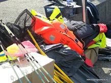 Fiskeutstyr og redningsvestar på plass