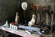 Keramikk mellom skjelrakar og fiskesøkker
