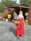 Ei middelalderkvinne på handletur på marknaden