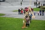 bjørgvin Handverkslag har sjølv laga 100 piler for høvet å sende avgarde eit pilregn