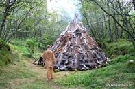 eit imponerande telt som krev store mengde dyreskinn