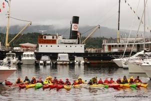 Gamal og ny tid, med fjordabåt og kajakk