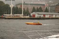 Det var Poker run i Bergen, og mange båter av den verkeleg raske sorten prega indre havn