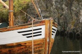 Vakre båtar langs kanalkanten