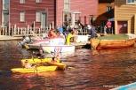 Kajakker og Eliasbåten utenfor Fiskerimuseet